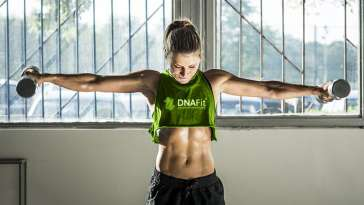 Muscly woman doing weights